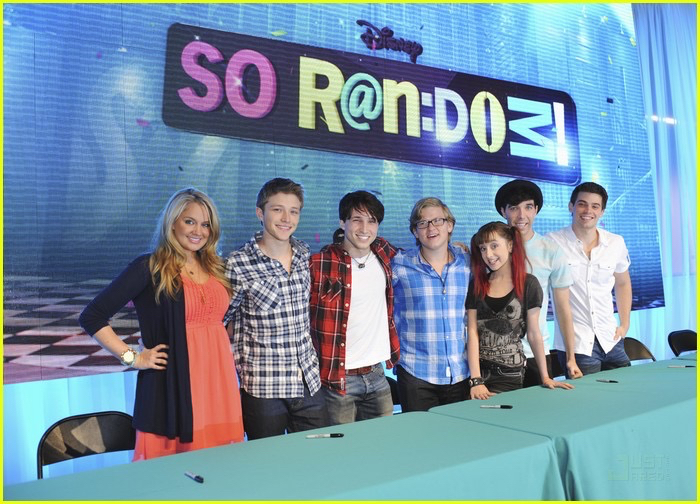 Photo of cast of the Disney Show, So Random